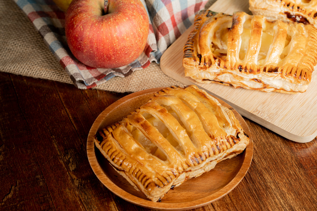 サクサク幸せ♪地元でおいしいアップルパイがテイクアウトできるお店《4選》